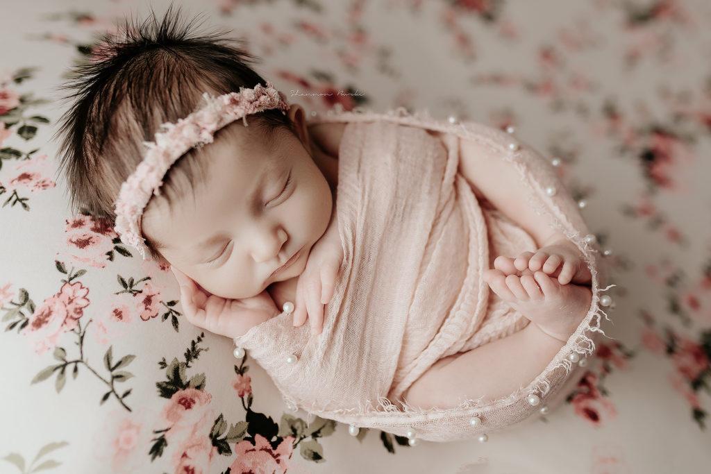 newborn egg wrap pose