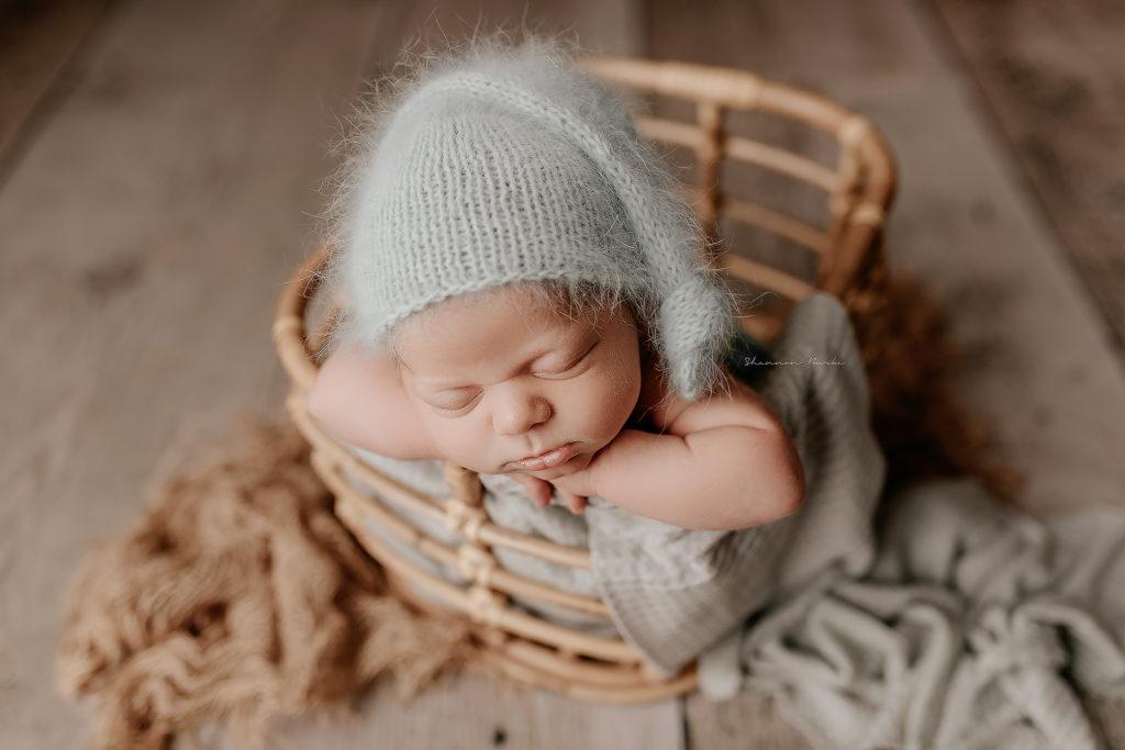 newborn bucket pose